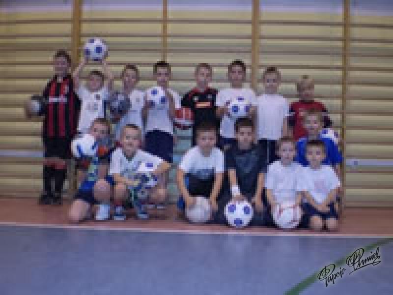 Piłkarzyki ze SP Nr 4 w Bydgoskim Fordonie Fani Papcia i Tytusa. Data dodania zdjęcia: 22.09.2010